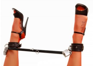 MASTER SERIES SPREAD ME BLACK STEEL SPREADER BAR